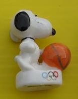 Fève - Snoopy Aux Jeux Olympiques 2009 - Basketball - Basket - Cartoons