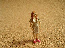 Figurine To Identify Lady Beauty  * Some Dirty - Unclassified