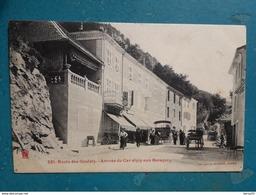CPA - Route Des Goulets - Arrivée Du Car Alpin Aux Baraques (belle Animation: Devantures Magasins, Attelages,..) - Les Grands Goulets