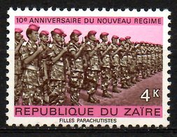 ZAIRE. N°868 De 1976. Femmes Parachutistes. - Militaria