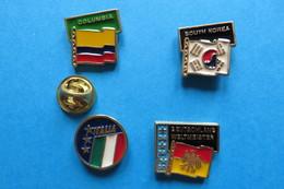 Lot De 4 Pin's,football,World Cup 90 ITALY,drapeau,COLUMBIA,SOUTH KOREA,ITALIA,DEUTSCHLAND WELTMEISTER 54,74,90 - Football