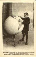 Cpa POITIERS 86 Institut Des Sourds Muets Jeunes Aveugles - Bernard RUEZ étudiant La Géographie Sur Un Globe En Relief - Poitiers
