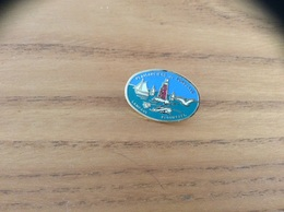 """Pin's * """"PLAISANCIERS De PORSCAVE - LAMPAUL PLOUARZEL"""" (Bateau, Phare, Finistère 29) - Boats"""
