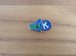 "Pin's ""KIWANIS BRETAGNE"" (Association, Hermine) - Associations"