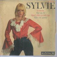 """45 Tours EP -  SYLVIE VARTAN - RCA 87050 -  """" L'OISEAU """" + 3  ( Avec Languette ) - Other - French Music"""
