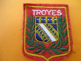 Ecusson Tissu Ancien à Coudre/ Ville De TROYES / Aube / Années 70 - 80       ET217 - Ecussons Tissu