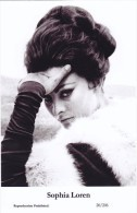SOPHIA LOREN - Film Star Pin Up PHOTO Postcard- Publisher Swiftsure Postcards 2000 - Postales