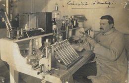 Carte-photo - Personnage Et Lieu à Identifier - Laboratoire D'Oenologie En 1909 - Te Identificeren