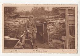 Secteur Belge De L'Yser. Poste De Secours. Aumônier Et Brancardier De Garde Aux Tranchées De Première Ligne - War 1914-18