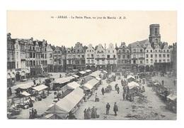 (20617-62) Arras - La Petite Place Un Jour De Marché - Arras