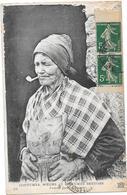 BRETAGNE - Femme Fumant La Pipe   - BORD** - - France