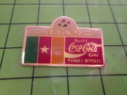 615a Pin's Pins / Rare Et Belle Qualité THEME : COCA-COLA / MONDIAL FOOT ITALIE 1990 DRAPEAU AFRICAIN - Coca-Cola