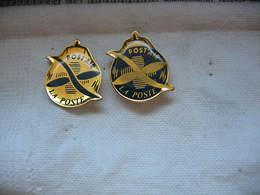 2 Pin's Aux Couleurs Inversées De La Poste Par Avion. Hélice, Post'air, - Mail Services