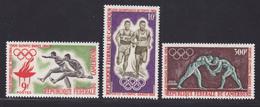 CAMEROUN N°  384 & 385, AERIENS N° 61 ** MNH Neufs Sans Charnière, TB (D7501) Sports Jeux Olympiques De Tokyo 1964 - Cameroon (1960-...)