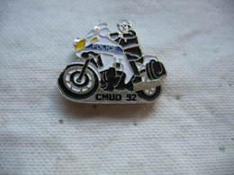 Pin's Police / CMUD 92 (moto) - Police
