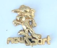 Pin's Relief Doré  NEW SPORT - Personnage Courant - H195 - Trademarks