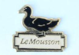 Pin's LE MOUSSON - Canard Noir - H200 - Food