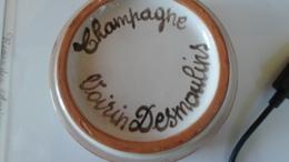 CENDRIER  CHAMPAGNE VOIRIN DESMOULINS   *** *  RARE     ******  A   SAISIR ****** - Asbakken