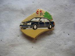 Pin's Automobile MERCEDES - Mercedes