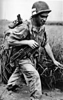 Guerre D'Indochine -  Légionnaire-parachutiste Avec Un PM MAT 49 - Documents