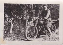 Foto Frau Auf Motorrad - Ca. 1940 - 8*5cm (35690) - Cars