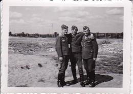 Foto 3 Junge Deutsche Soldaten  - 2. WK - 7,5*5,5cm (35700) - Krieg, Militär
