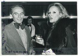 Photo De Presse - Original - Pierre CARDIN, Ursula ANDRESS, Film Italien, De Mario MORRA, 24-11-1975, TBE, Scans. - Famous People