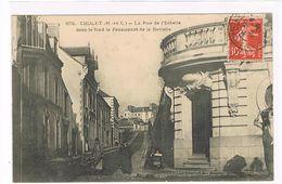 CPA. Cholet. La Rue De L'échelle. Pensionnat De Le Retraite.       (633) - Cholet