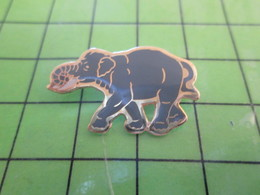 1217 Pin's Pins / Rare Et Belle Qualité THEME : ANIMAUX / ELEPHANT GRIS PREHISTORIQUE MASTODONTE - Animals