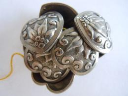 Vintage 8 Knopen Hartvormig Boutons Folklorique En Forme De Coeur Metal Origine Autriche?  2,8 Cm - Knopen
