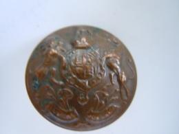 UK Koninklijk Wapenschild Knoop Rood Koper Bouton Armoirie Royal Cuivre Button Royal Coat Of Arms 2,5 Cm - Boutons