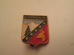 Pas PIN'S Mais BROCHE Années 50/60 / VILLE CHAMONIX BLASON ECUSSON ARMOIRIES CHAMOIS SAPIN MONTAGNE - Steden