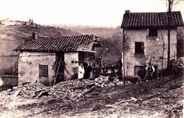 Cpa -71-semur En Brionnais-pas Sur Delc.-personnages-au Loin , La Tour Saint Hugues - Otros Municipios