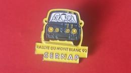 Pin's Renault  R 8  GORDINI    Sernap Rallye Du Mont Blanc 92 - Renault