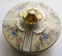 Superbe Ancienne Bonbonnière En Porcelaine De Limoges-fleurs Relief-dorée Or Fin - Limoges (FRA)