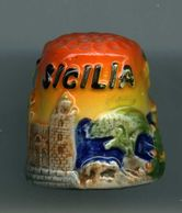Dé à Coudre De Collection En Porcelaine - Relief - Sicile - Dés à Coudre