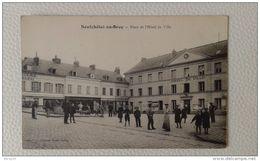 CPA - Neufchâtel-en-Bray - Place De L'Hôtel De Ville (animée, Personnages) - Neufchâtel En Bray