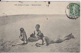 ALGERIE - DANS LE SABLE - SCENES ET TYPES - (ENFANTS NUS DANS LE SABLE) - Szenen