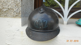 CASQUE Francais Modele 1915 Insigne GAZ - Copricapi