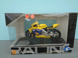 Moto Honda RC 211V Pilote 3 Max Biaggi Marque Solido échelle 1/18 ème Réf 19 - Motorcycles