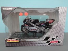 Moto Honda 500 Cc NSR Pilote 65 Loris Capirossi Marque Majorette échelle 1/18 ème Réf 22 - Motos