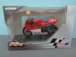 Moto Yamaha 500 Cc YZR Pilote 4 Max Biaggi Marque Majorette échelle 1/18 ème Réf 39 - Motos