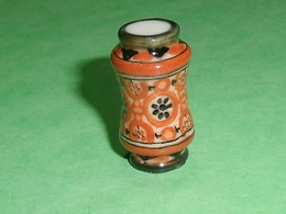 Fèves / Autres / Divers : Pot , Vase    T83 - Fèves