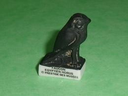 """Fèves / Autres / Divers : Prestige Des Musées , égyptien Horus , Faucon   """" Mat  """"     T83 - Charms"""