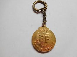Beau Porte Clés ( No Pin's ) , Carburant Essence Oil Huile , BP - Fuels