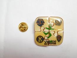 Beau Puzzle De 4 Pin's , Associations , Lions , JCI , Kiwanis , Rotary , Virade De L'Espoir , Morbihan - Associations