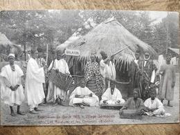 Sénégal. Village. Les Balafons Et Les Danseurs De Sabre. Exposition Gand 1913 - Sénégal