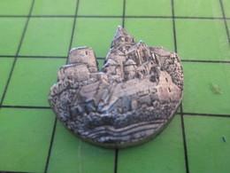 115a Pin's Pins / Beau Et Rare : Thème VILLES / METAL ACIER EN RELIEF EGLISE CHATEAU VILLAGE Par PICHARD SAUMUR - Cities