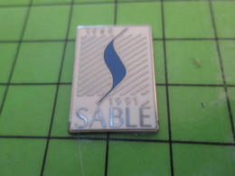 115a Pin's Pins / Beau Et Rare : Thème VILLES / VILLE DE SABLE SUR SARTHE 1966 1991 Par PICHARD SAUMUR - Cities