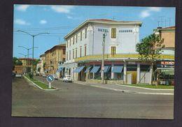 CPSM ITALIE - GROSSETO - Via Gramsci - TB PLAN Rue CENTRE VILLE Hôtel Moderno à Droite + AUTOMOBILES Dont FIAT 500 - Grosseto